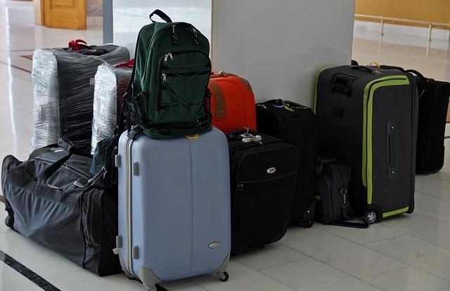několik zavazadel