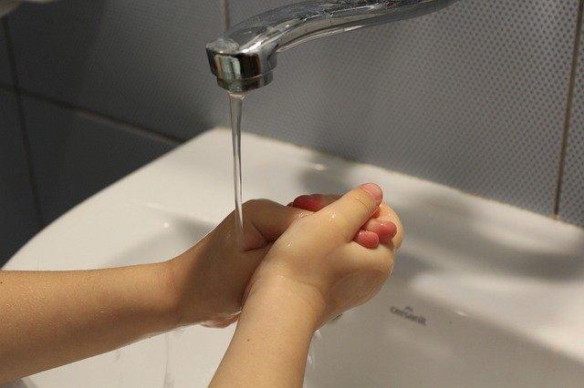 Jak přizpůsobit koupelnu menším dětem?